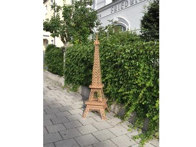 Pariser Eifelturm aus Wellpappe